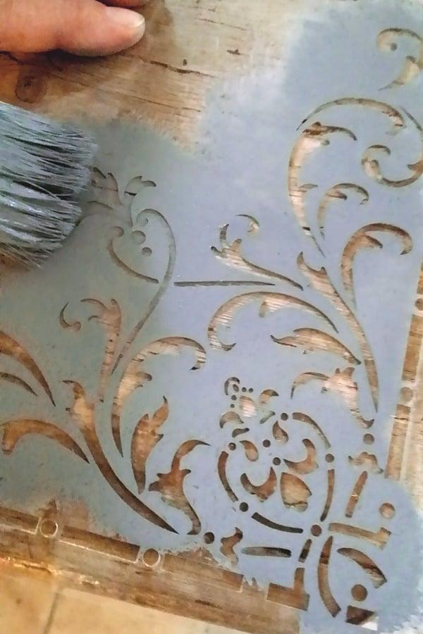 Gli stencil per i tuoi progetti creativi - Stencil adesivi per mobili ...