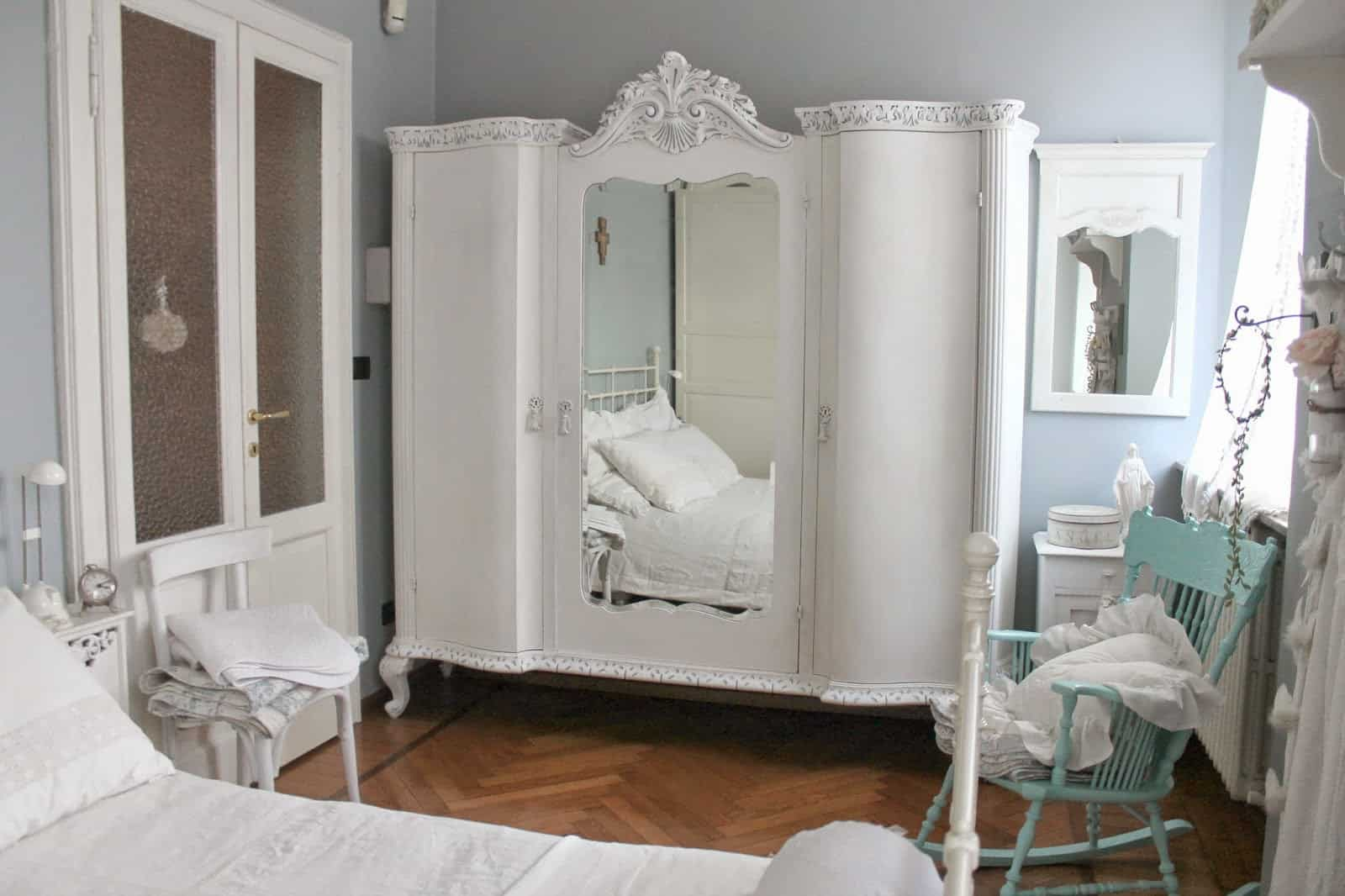 Restyling di un armoire french style con la vp vintagepaint for Armadio shabby ikea