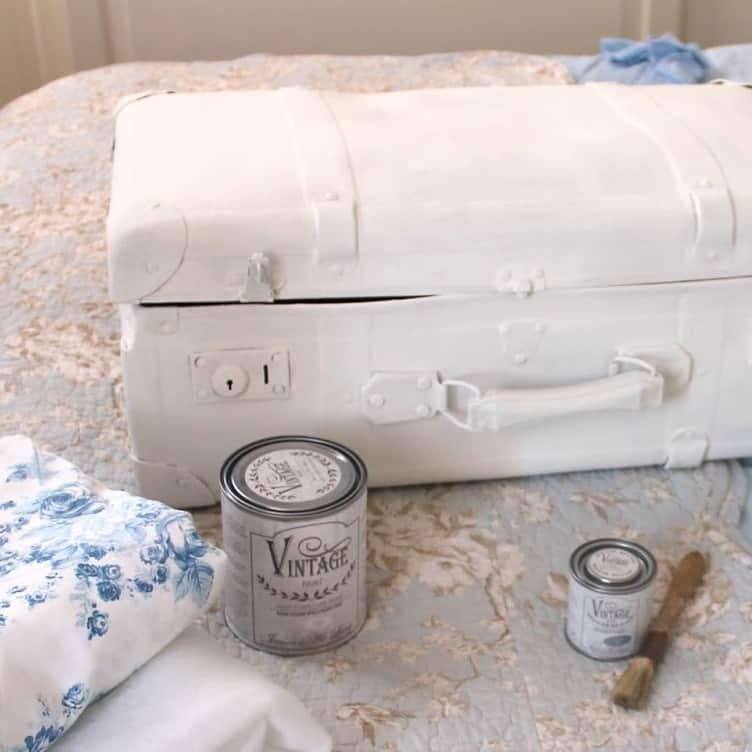 Riciclare una vecchia valigia di cartone