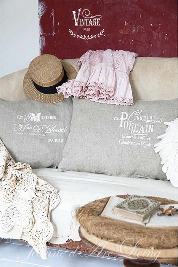 decorare un cuscino con stencil e con la vintage chalk paint