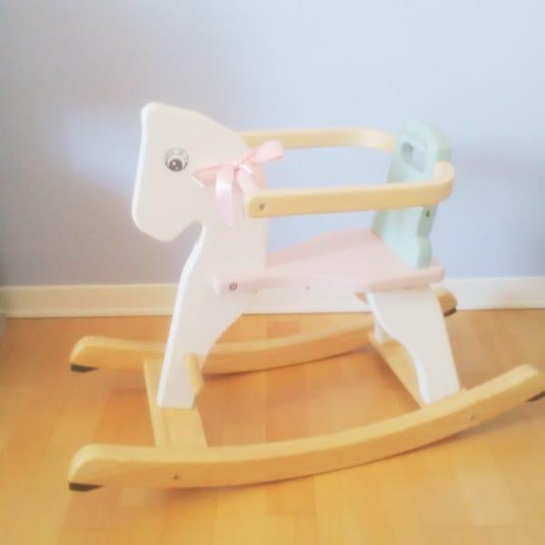 Restyling di un cavallo a dondolo