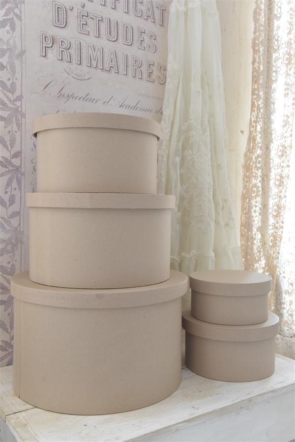 scatole rotonde in cartone da decorare con la vintage chalk paint