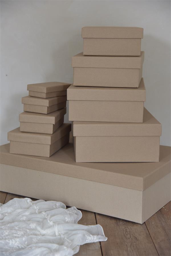 scatole rettangolari in cartone da decorare con la vintage chalk paint