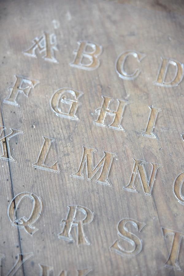 stencil calligrafico lettere maiuscole