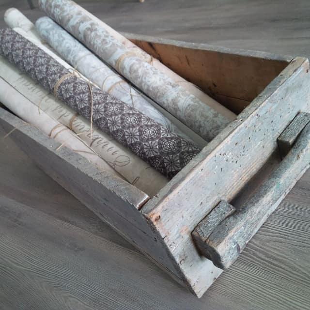 La cera bianca sul vecchio legno