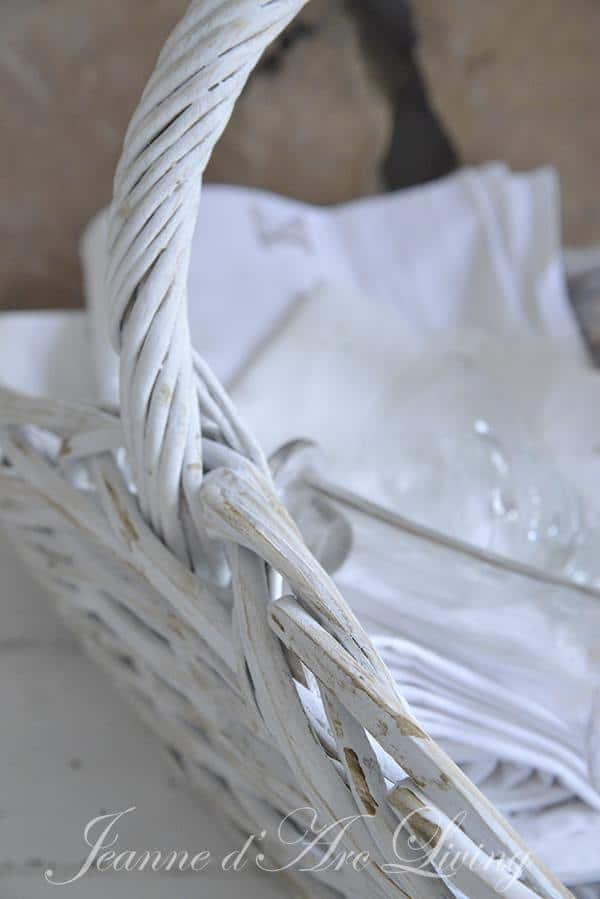 cesto vimini ricolorato in bianco