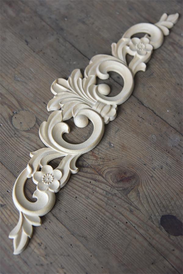 fregio in legno per decorare mobili