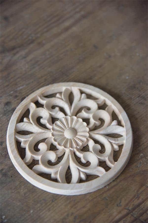 fregio in legno rotondo per decorare mobili e pareti