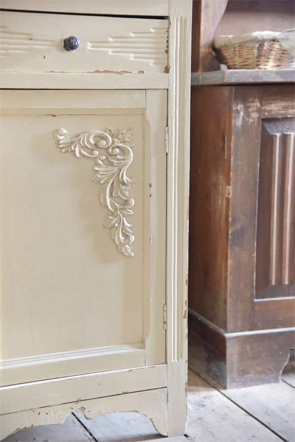 fregio decorativo puro legno per angoli applicazione