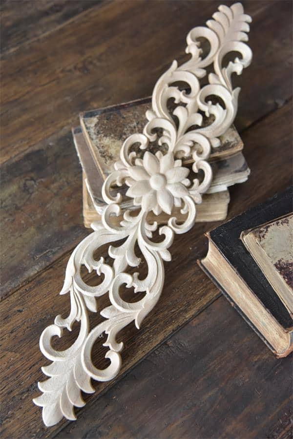 fregio decorativo puro legno allungato con fiore