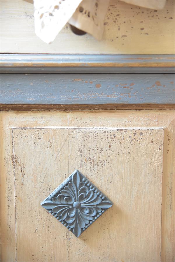 fregio decorativo puro legno quadrato pieno applicazione