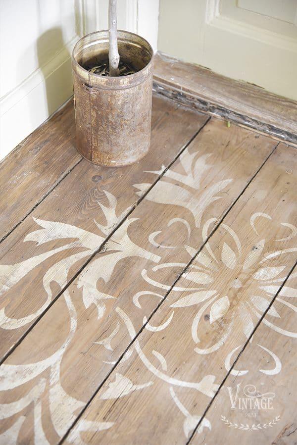 decorare un pavimento con stencil